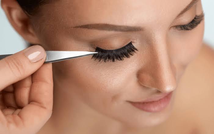 How to put on false eyelashes?