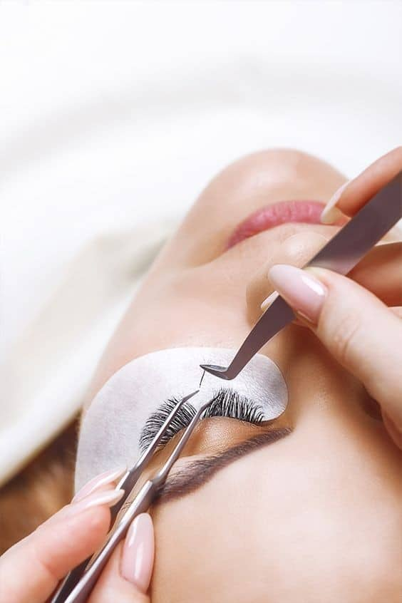 All you need to know before you get Eyelash Extensions